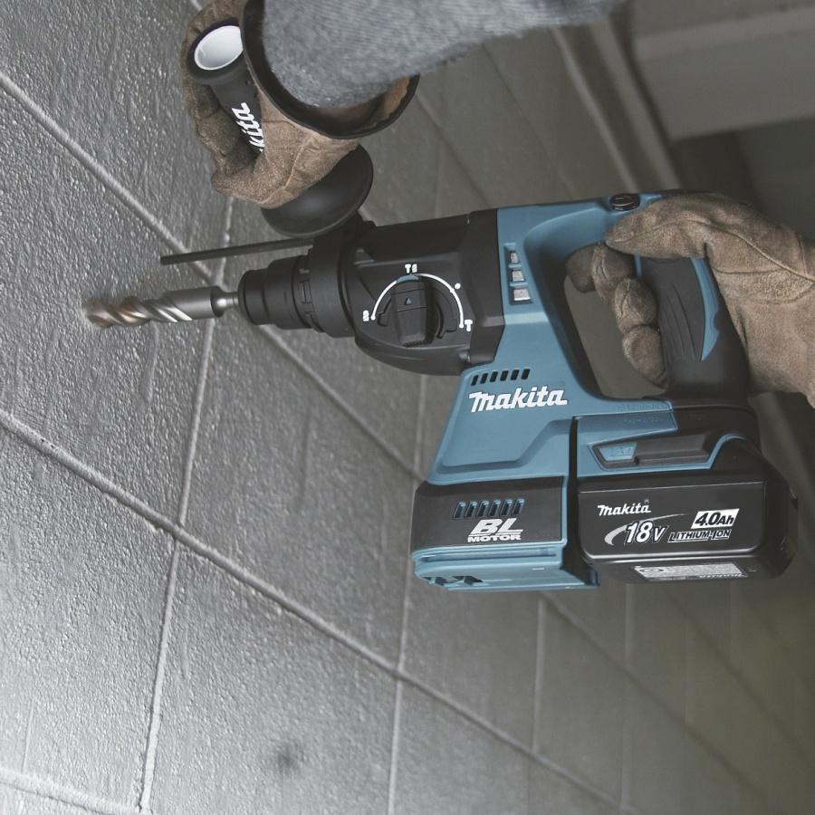Utilizzo Tassellatore a batteria DHR242RMJ 18V 4,0 Ah mm. 24