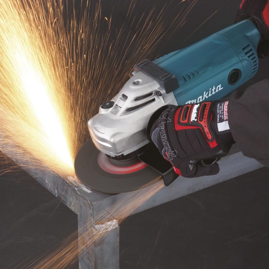 Utilizzo Smerigliatrice angolare 2200w Makita GA7020 mm. 180