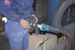 Utilizzo Smerigliatrice Diritta 750w Makita GD0800C gambo mm. 6