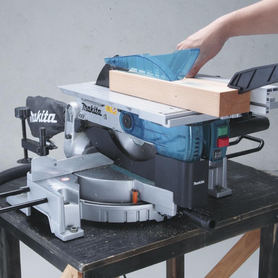 Utilizzo Sega da banco con pianetto e illuminazione 1650w Makita LH1200FL mm. 305