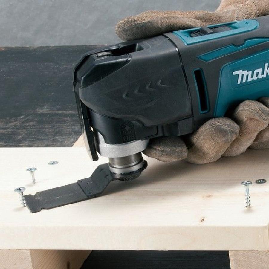Utilizzo Utensile Multifunzione Makita TM3010CX2J taglio chiodi