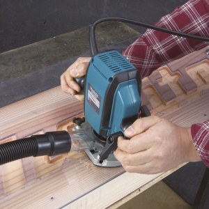 Utilizzo Fresatrice verticale 900W Makita RP0900