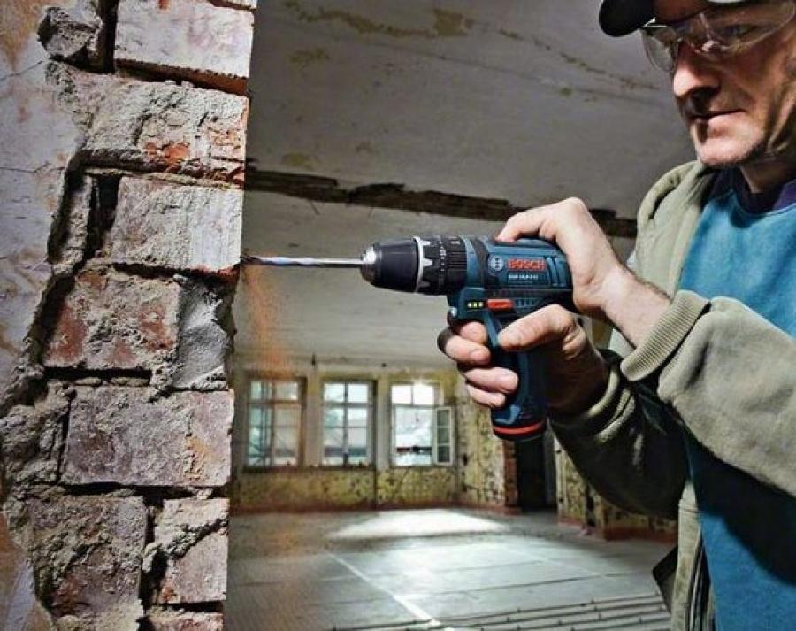 utilizzo avvitatore bosch GSB 10,8-2-li muratore